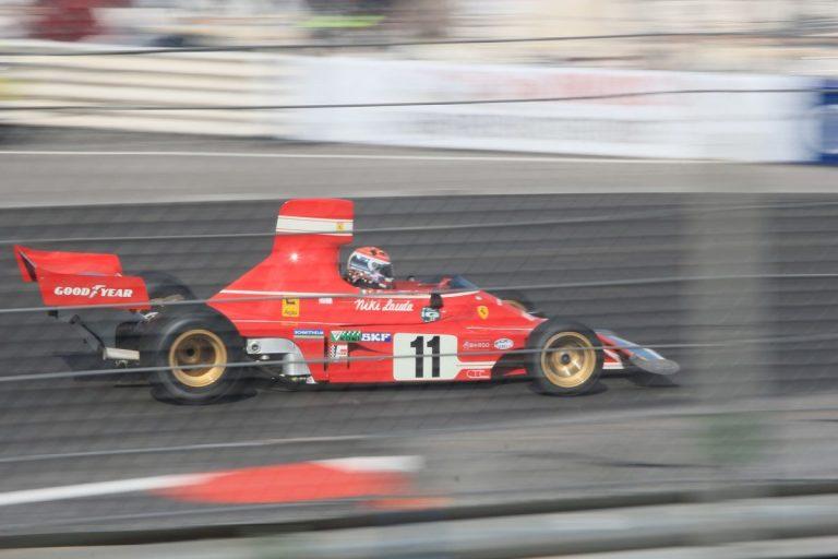 [Osobnost] Niki Lauda • Vzdal se pohodlí, aby přežil vlastní smrt – úžasný příběh automobilového závodníka