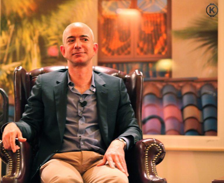 [Osobnost] Nejbohatší člověk na světě – Jeff Bezos – zakladatel Amazonu, rozvod a lety do vesmíru