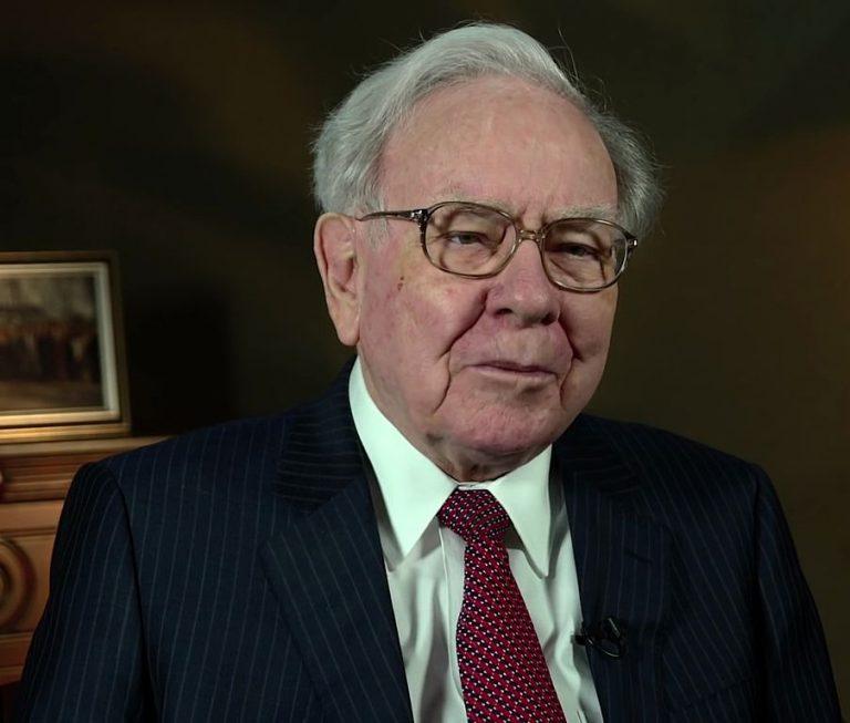 Justin Sun se konečně sešel s Warrenem Buffettem na charitativním obědě, který byl dlouho odkládán