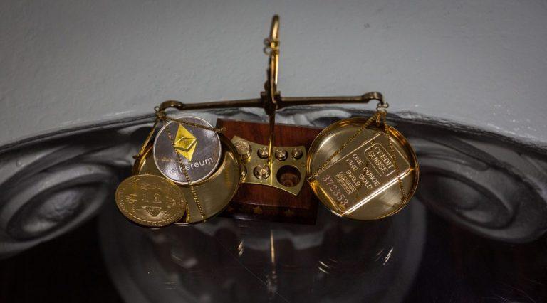 Více než 50% lidí by raděli mělo dárek v hodnotě 10 000 USD v Bitcoinu než ve zlatě