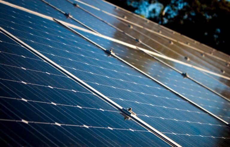 Japonsko: Nadbytek solární energie bude na blockchainu