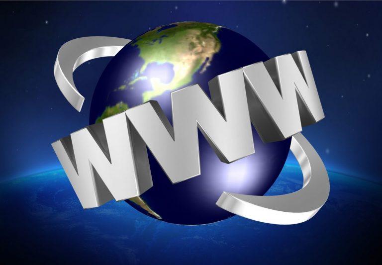 Internet slaví 50 let a Tim Berners-Lee vydává zásady pro svobodný web