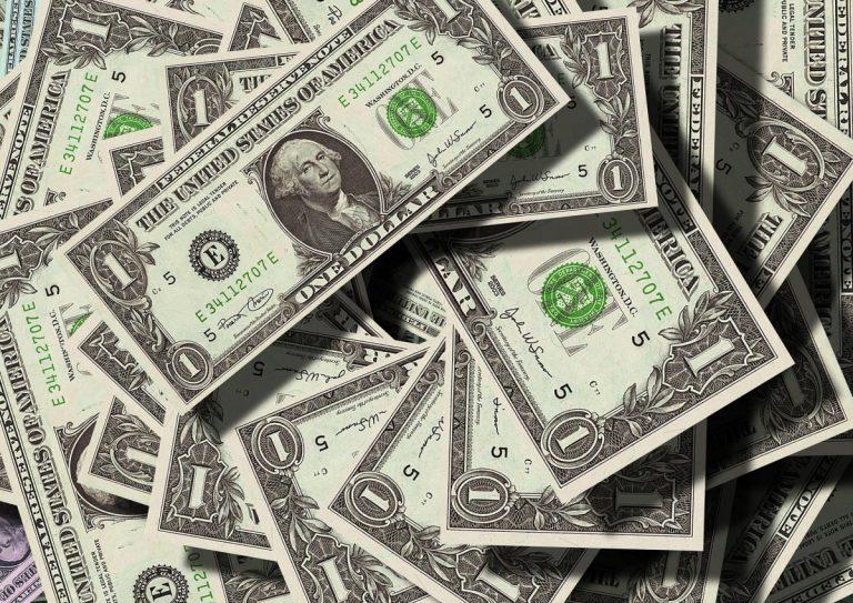 Může Bitcoin vyřešit znehodnocení dolaru?