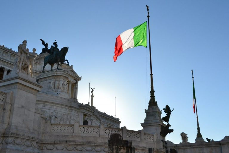 Soukromá italská banka umožňuje obchodování s bitcoiny