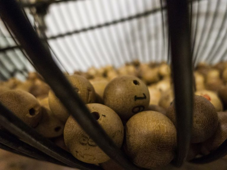 Výherce loterie dal půlku výhry do BTC – 250 000 USD