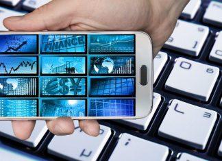 ruka, klávesnice, mobilní telefon