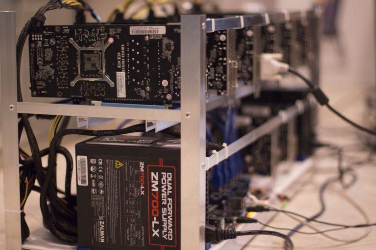 Hashrate Bitcoinu vyšplhal na rekordní maxima