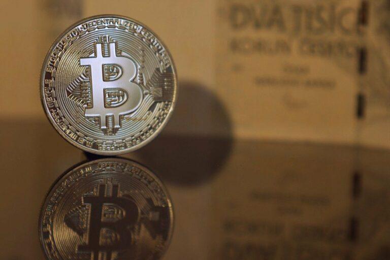 10.04.20 Technická analýza BTC/USD – Propad pod 7 000 USD! Bitcoin se konečně pohnul, kam dál?