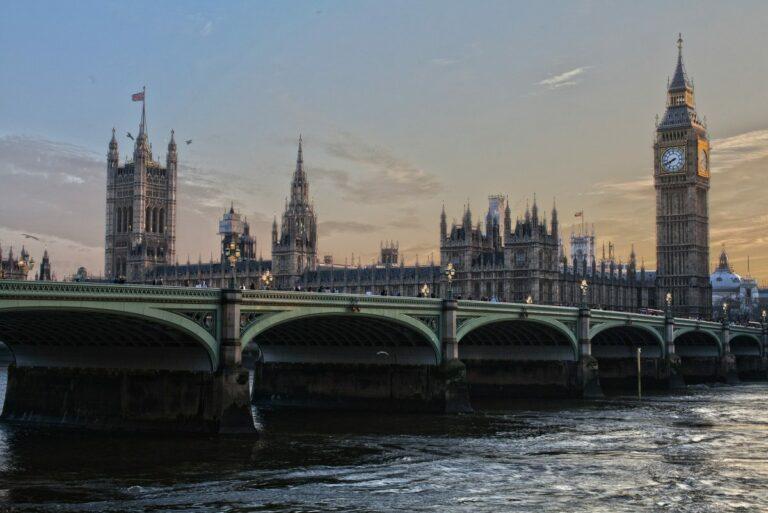 Centrální banky by měly zvážit rozvoj digitálních měn – tvrdí hlavní pokladní Bank of England