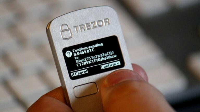 Ledger srovnal Trezor s ledničkou – spory výrobců hardwarových peněženek