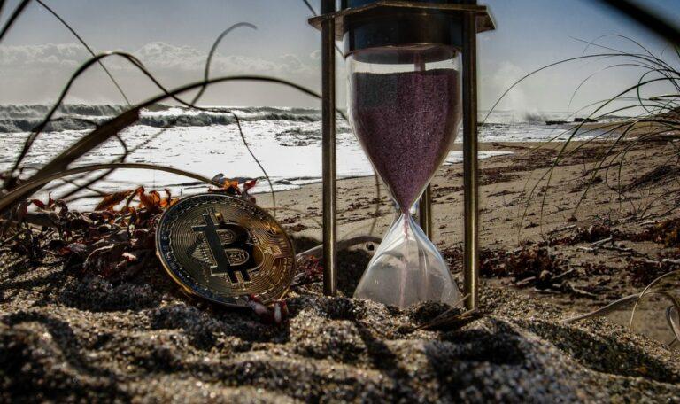 18.02.20 Technická analýza BTC/USD – Reverzní hammer na 4H časovém rámci, bude to stačit na odraz?