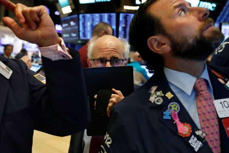 Indexy S&P 500, NASDAQ, DOW J. v pondělí reagují: Fed oznámil neomezené kvantitativní uvolňování