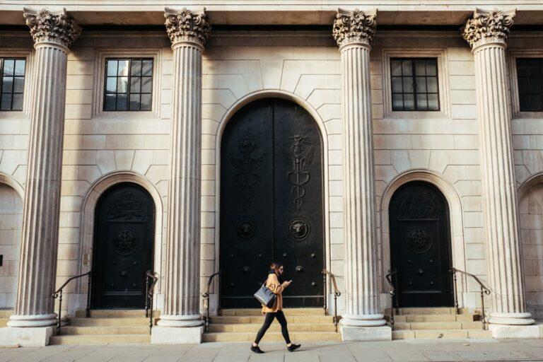 Bank of England varuje, že kryptoměny by mohly zničit tradiční bankovní půjčky