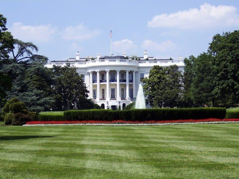 Bílý dům napumpuje do ekonomiky 6 bilionů USD – Pro Bitcoin to bude býčí, proč?