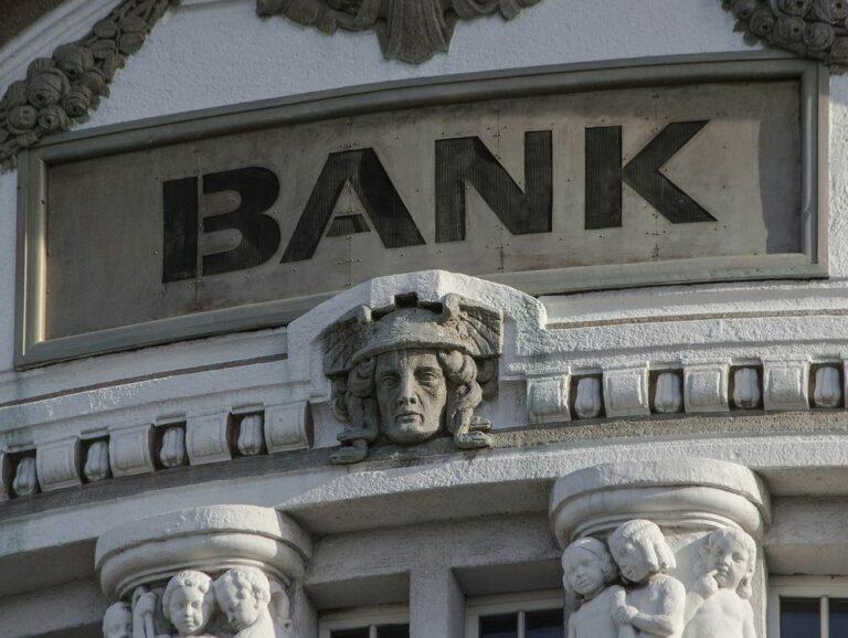 Velké banky se obracejí na Bitcoin