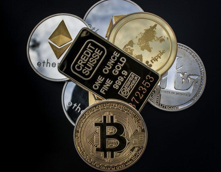 Top 10 kryptoměn spolu koreluje víc než kdykoli předtím, zlato se naopak odděluje