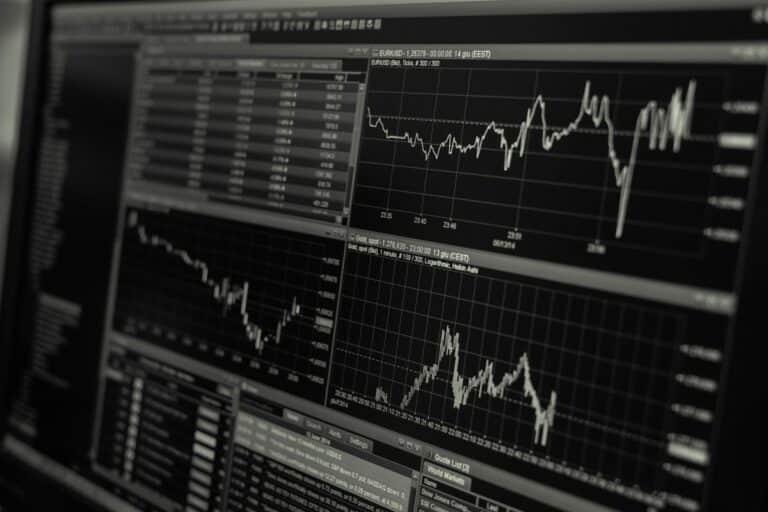 07.05.20 Technická analýza indexů S&P 500 a NASDAQ – Na akciových indexech se tvoří bearish struktura H&S