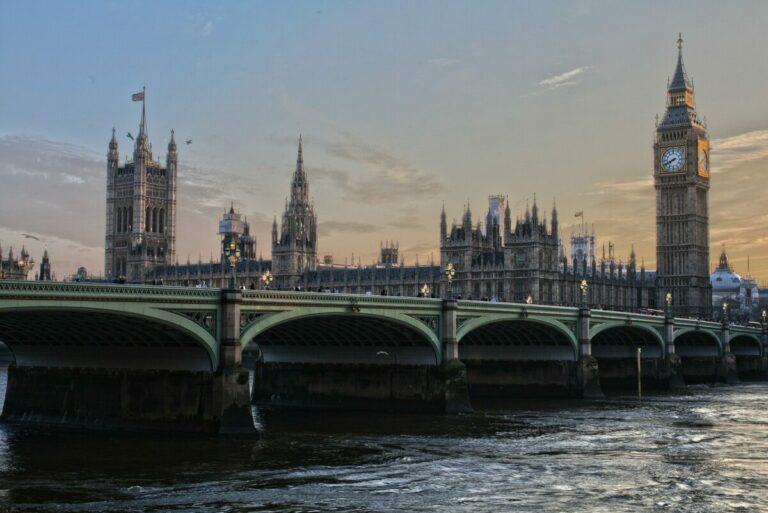 Kryptostartupy ve Velké Británii se přesouvají zpět na kapitálové financování