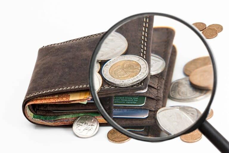 Koronavirus mění způsob, jakým svět vnímá peníze