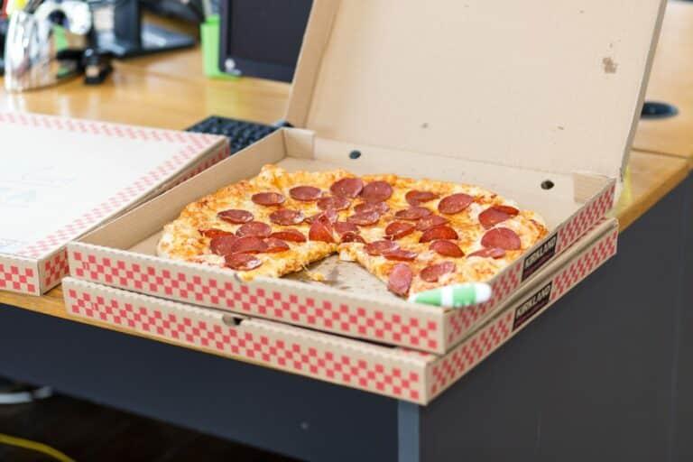 Pizza efekt zas a znovu – řidič dodávky údajně obdržel dýško ve výši 744 USD