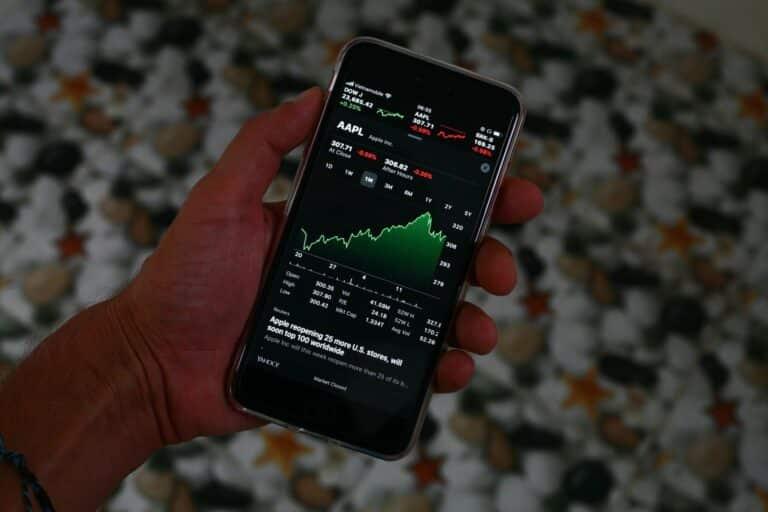 03.07.20 Technická analýza akcií Tesla a Apple – Tesla zběsile pumpuje, lze odhadnout vrchol tohoto rally?