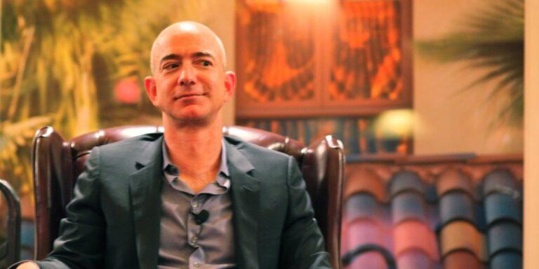 Bezos má více peněz, než je tržní hodnota Bitcoinu