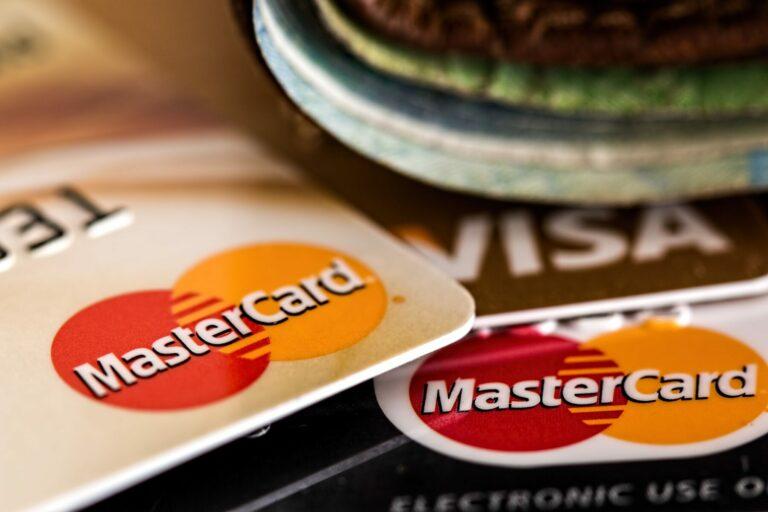 Visa, Mastercard a PayPal se obracejí na kryptoměny