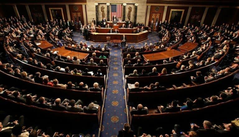 Šéfové Amazonu, Apple, Google a FB virtuálně před americkým Kongresem