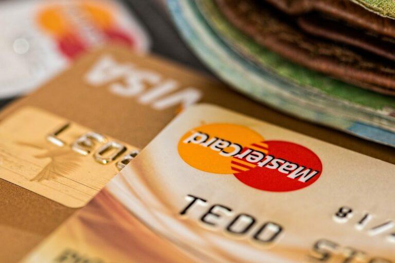 Visa a Mastercard činí kroky k masové adopci kryptoměn