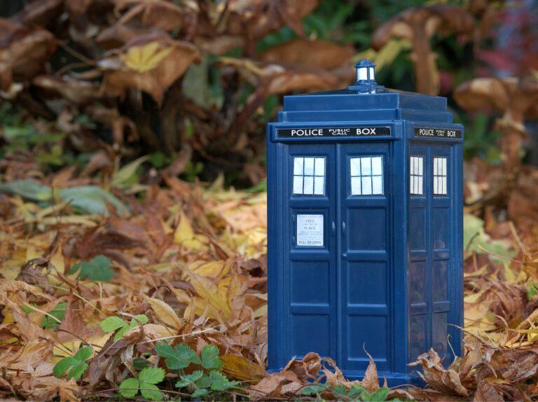Dr. Who vstoupí do kryptoprostoru, BBC plánuje karetní hru na blockchainu