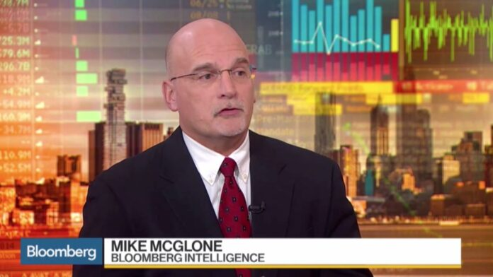mike, mcglone, bitcoin, kryptoměny, bloomberg