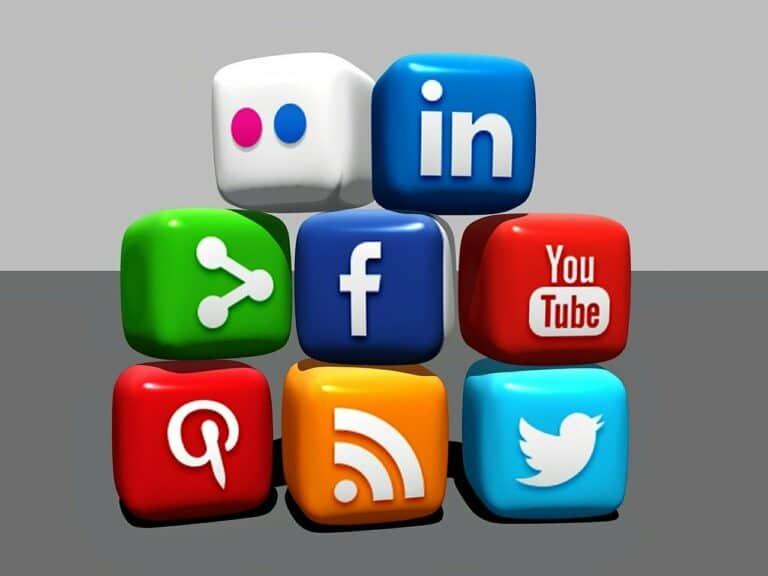 Tohle způsobuje centralizace ve firmách jako jsou Faceboo, Google, Microsoft a další