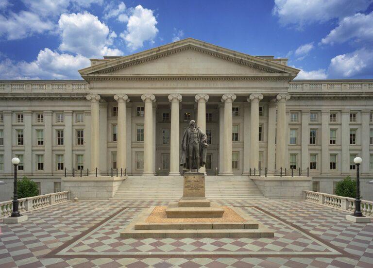 Ministerstvo financí USA chce zakázat diskriminaci kryptoměn