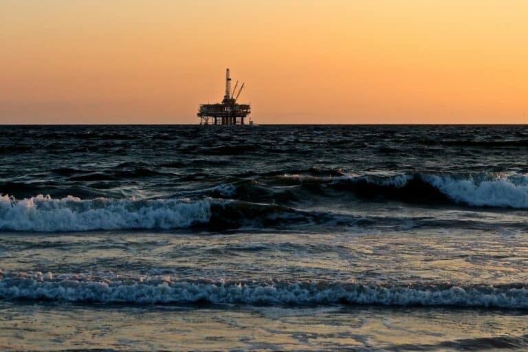 Krypto vs ropa: Co bychom měli očekávat v roce 2021