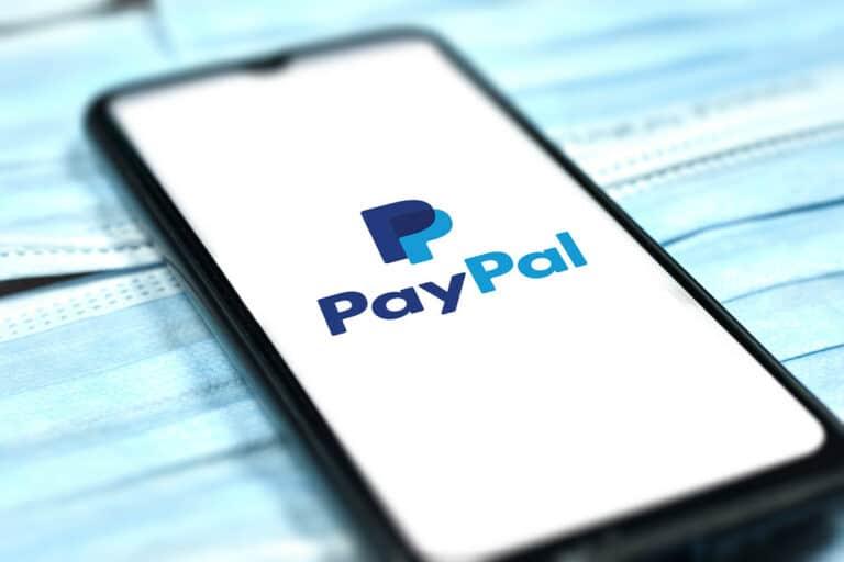 CEO PayPalu uskutečnil první nákup bitcoinů live