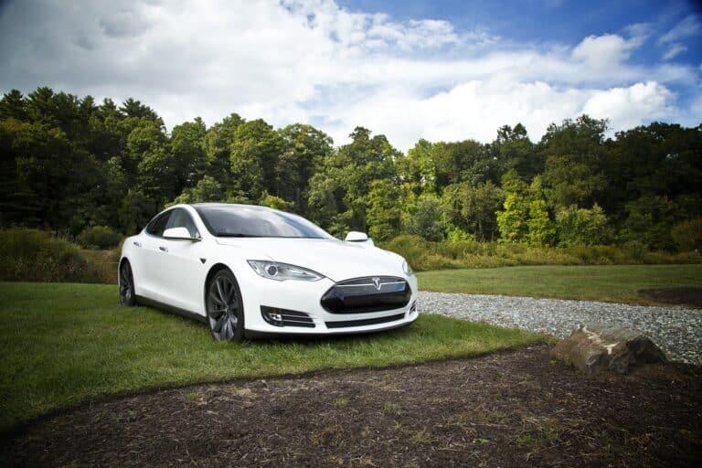 Tesla začala přijímat platby v Bitcoinu