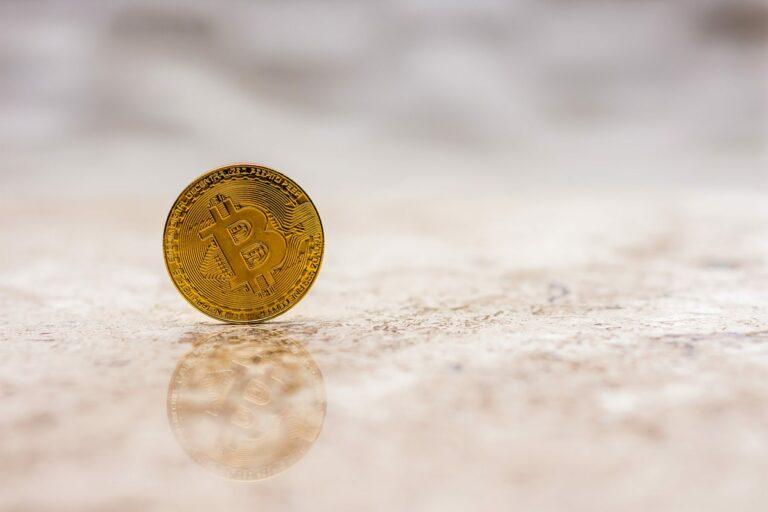 Bitcoin bude i nadále růst, tvrdí hlavní stratég Bloombergu