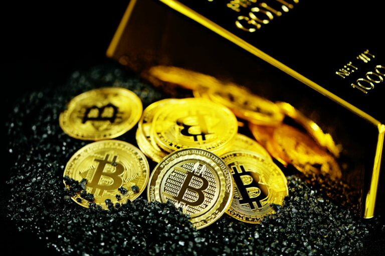 Bývalý kongresman Ron Paul říká, že bitcoiny jsou peníze a měly by být zdaněny stejně