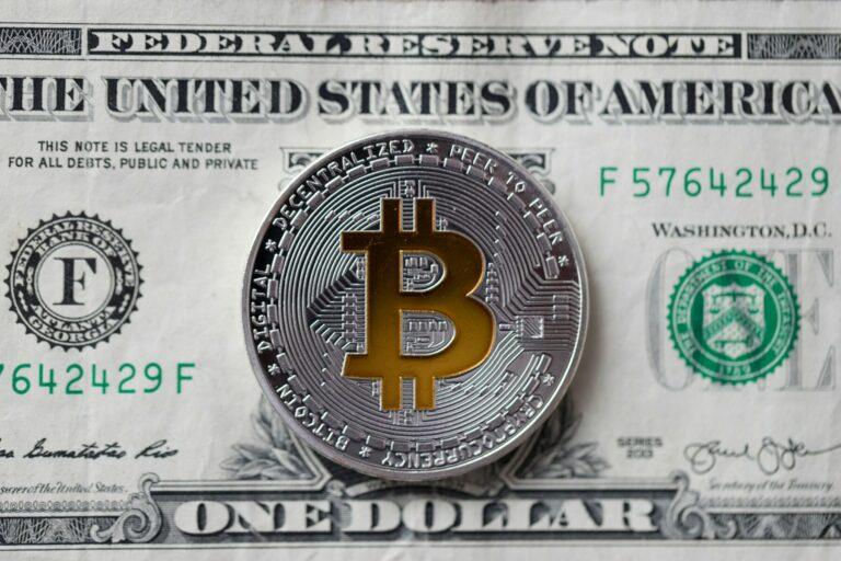 Bitcoin nemůže a ani by neměl nahradit fiat, říká bývalý řecký ministr financí