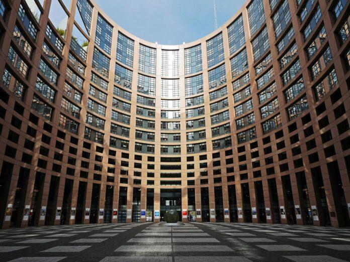 eu evropská unie kryptoměn parlament průzkum