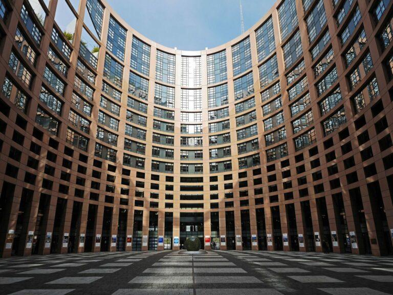 Průzkum: Evropané chtějí regulaci kryptoměn nechat na místních vládách