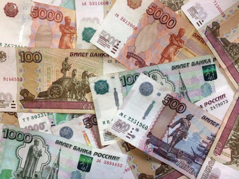 Desetina Rusů je připravena dostávat mzdu v digitálním rublu