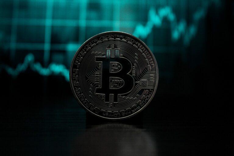 Standard Chartered: Bitcoin je stále na cestě k 100 000 USD v roce 2021 nebo zač. 2022