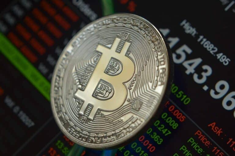 29.08.21 Video analýza: Bitcoin (BTC), DXY a zlato (XAU) – jak vnímat blížící se měsíční close a klesající objemy?