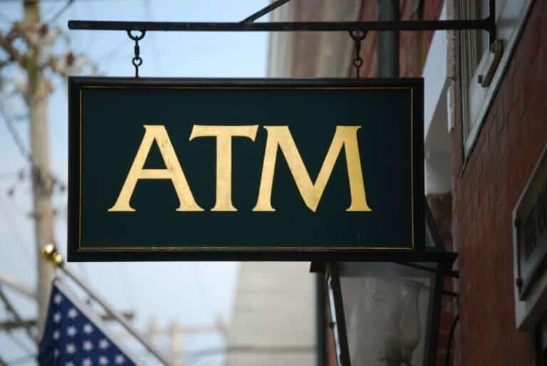 Provozovatelé bitcoinových bankomatů bojují proti praní špinavých peněz