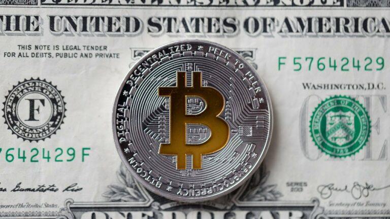 Bitcoin live stream – jaké jsou důsledky pro BTC, když Fed zvedne sazby?